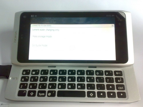 704dfd3cf2a7c7859f3d6294 500x375 Nokias QWERTY Slider N9 Leaks. MeeGo Powered And Shipping In December?