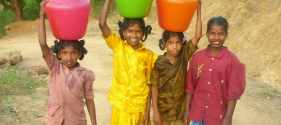 Girls_carrying_water_in_India
