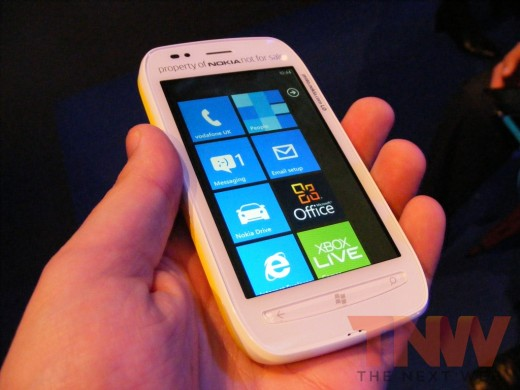 tnw69 520x390 Hands on with the Nokia Lumia 710 Windows Phone [Photos]