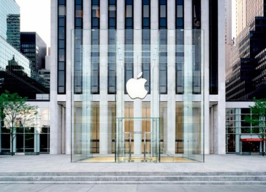 newnewapplecube0811 520x376 Apple's NY 5th Avenue store closes in preparation to launch new design tomorrow