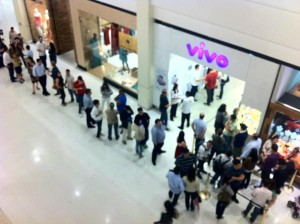 Queue Vivo iPhone 4S 300x224 iPhone 4S just launched in Chile and in Brazil, where it costs up to $1,830