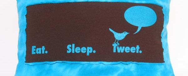 eat_sleep_twitter_pillow_lets_you_tweet_in_dreams_1