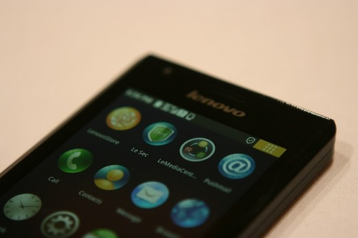 IMG 6923 520x346 First hands on with the Lenovo K800 running Intels Medfield [Video]
