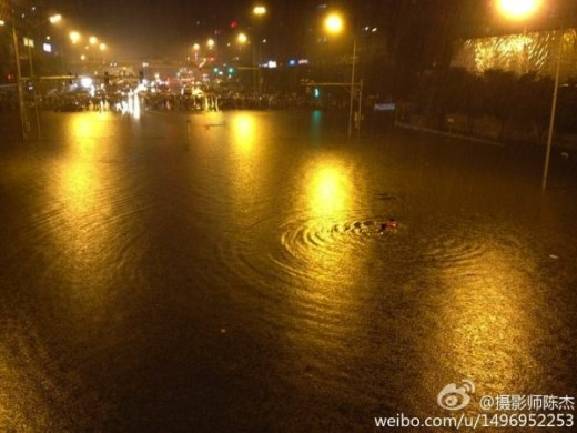beijingflood 520x390 Sina Weibo, Chinas Twitter, comes to rescue amid flooding in Beijing