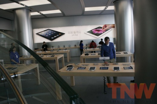 applestore wangfujing 10wtmk 520x346 Apples Browett guides tour of new Beijing store, confirms upcoming Shenzhen location