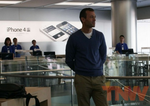 applestore wangfujing johnbrowett wtmk 520x367 Apples Browett guides tour of new Beijing store, confirms upcoming Shenzhen location