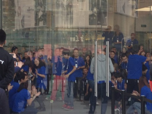 photo 10 520x390 Apple opens new Wangfujing, China store to massive crowd