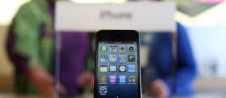 Hotly Anticipated iPhone 5 Goes In Sale In Stores