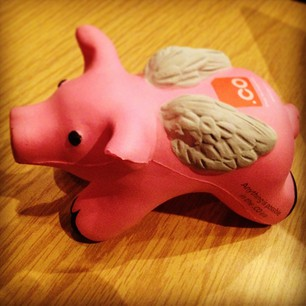 dot co flying pig How .CO domains attracted 1.4 million registrations and whats next