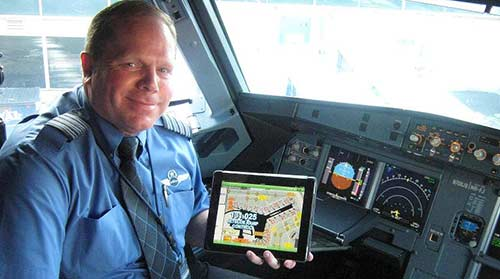 JB JetBlue is the latest airline to issue pilots with iPads, moving one step closer to paperless cockpits