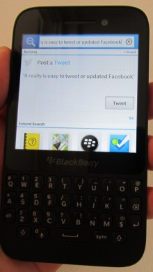 BBQ5 tweet 220x391 BlackBerry Q5 review: Can BlackBerrys mid range hopeful best the rest?