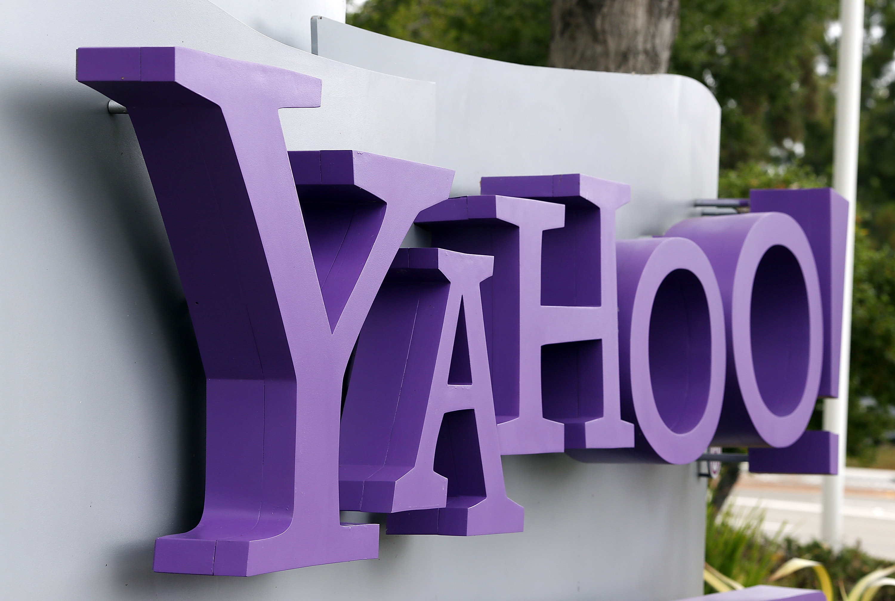 Yahoo beats Google as top Web property in the US for six months straight