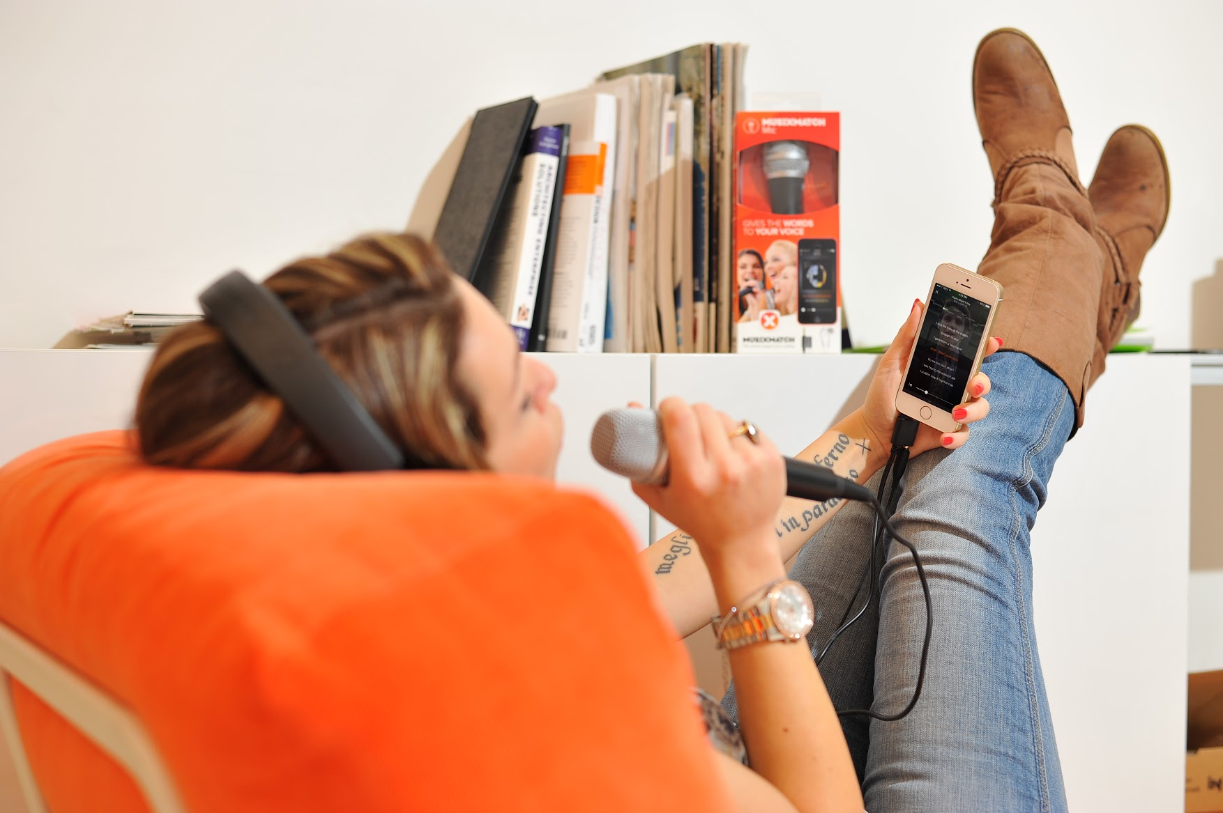 Like singing along to your favorite music? MusiXmatch's new mic for its iOS app has you covered