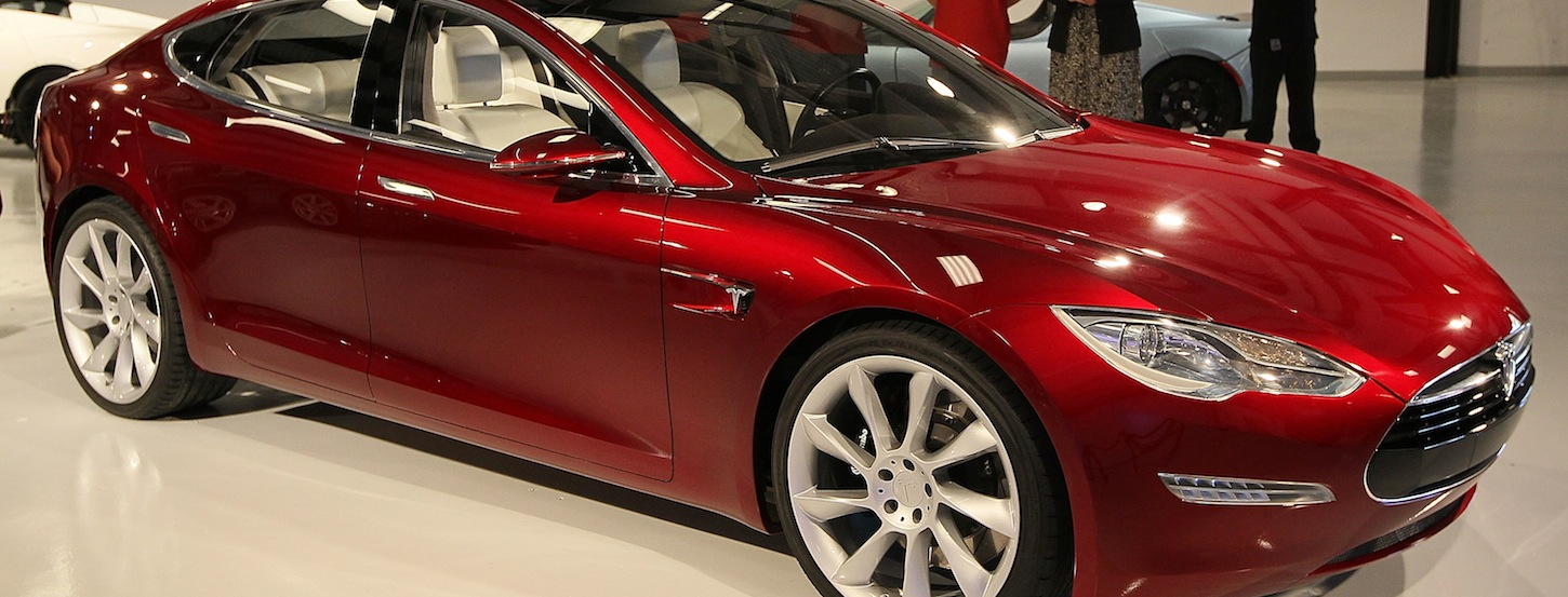 Tesla teams up with Rdio to bring music streaming to its European cars