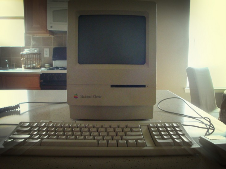 7 macclassic 730x547 30 years in 33 photos: A visual history of the Apple Mac