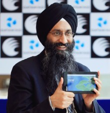 Suneet with device e1389984157644 220x226 How DataWind's $38 tablet is turning the world upside down (for the better)