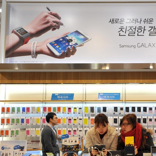 korea phone crop 520x520 Korea cracks down on bloatware, ruling that pre installed Android apps should removable