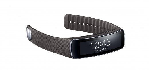 """Gear Fit Grey 520x245 Samsung announces Gear Fit fitness band with heart rate monitor, pedometer and 1.84"""" display"""
