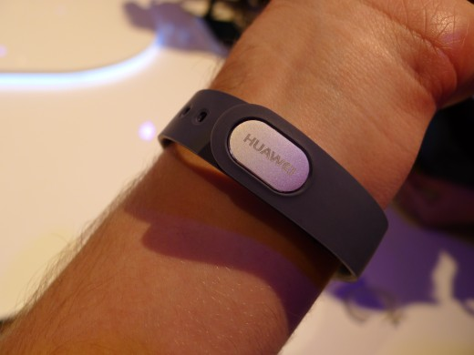 P1050003 520x390 Huawei TalkBand B1 is a fitness and sleep tracker with a Bluetooth 4.1 earpiece for wireless calls