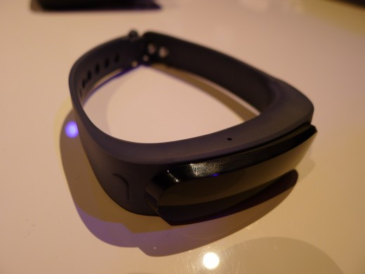P1050018 520x390 Huawei TalkBand B1 is a fitness and sleep tracker with a Bluetooth 4.1 earpiece for wireless calls