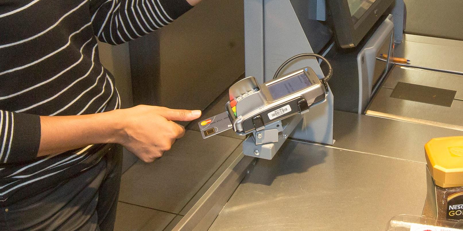 Mastercard tests fingerprint verification for credit cards